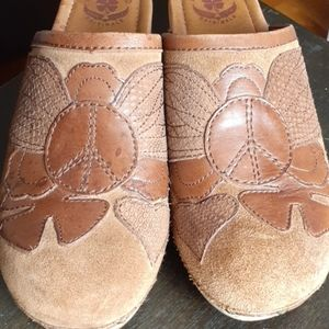 Lucky Brand Lilac suede brown clogs